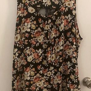 Floral Sleeveless Top - Size 3X